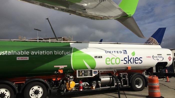 United Airlines began using a blend of biofuel and traditional jet fuel for a Los Angeles to San Francisco route.